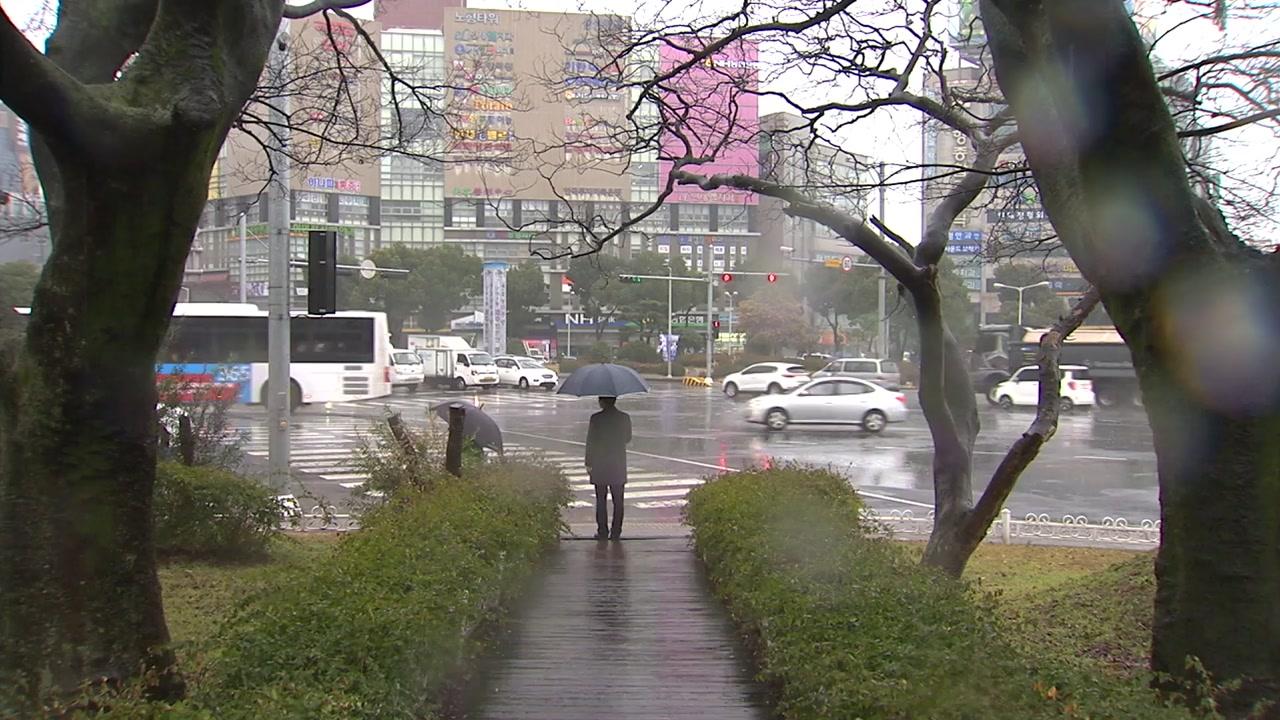 [날씨] 중부, 우박 동반 요란한 비...퇴근길 곳곳 빙판길