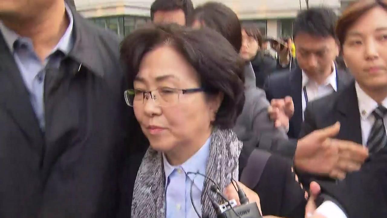 """김은경 前 장관 영장심사 7시간 만에 종료...""""정당한 권한"""""""
