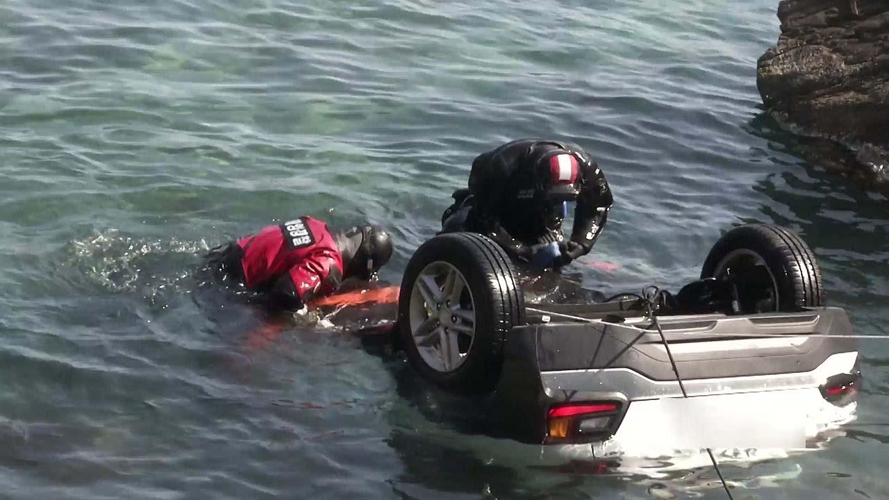 승용차 바다로 추락...10대 남녀 5명 사망