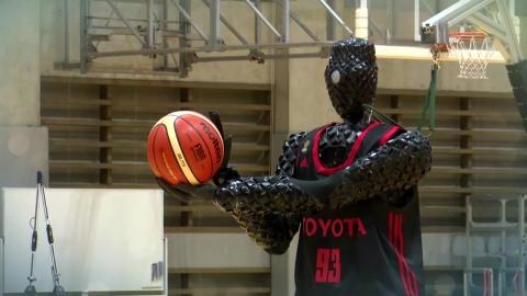 """3점슛 농구 로봇...""""선수 빰쳐요!"""""""