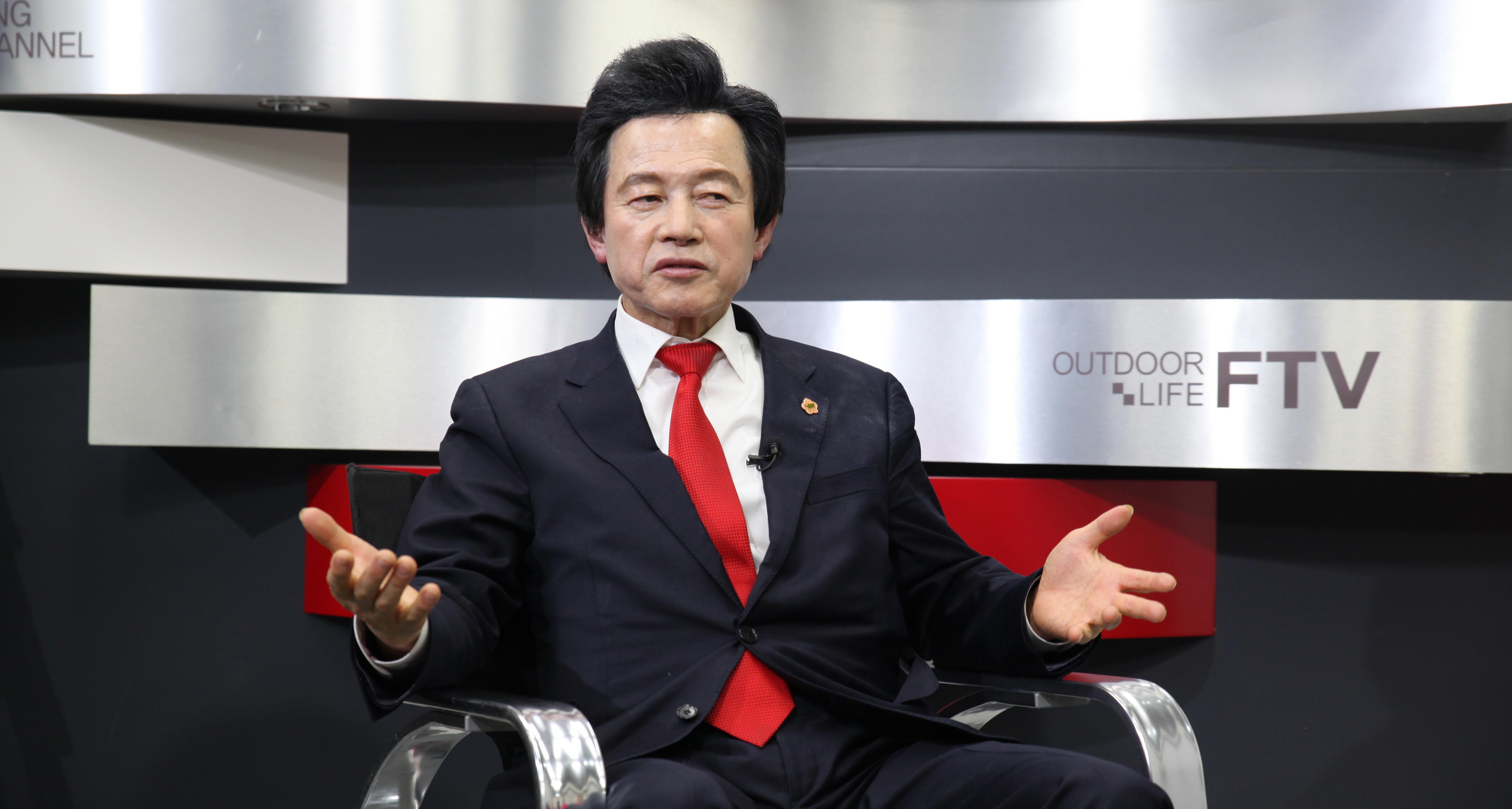 """'허본좌' 허경영, """"대통령배 낚시대회 만들겠다""""며 낚시인에게 화끈한 대선 공략"""