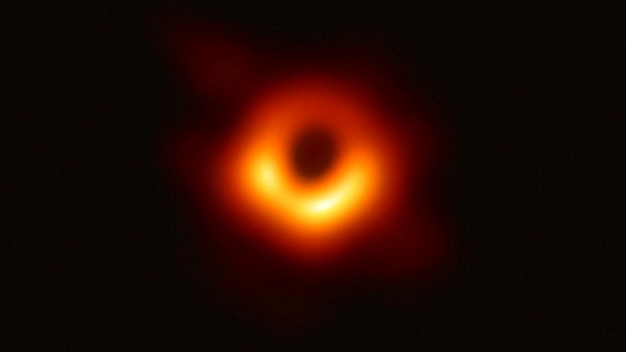 """'블랙홀' 관측 첫 성공...""""블랙홀 연구 새 장 열려"""""""