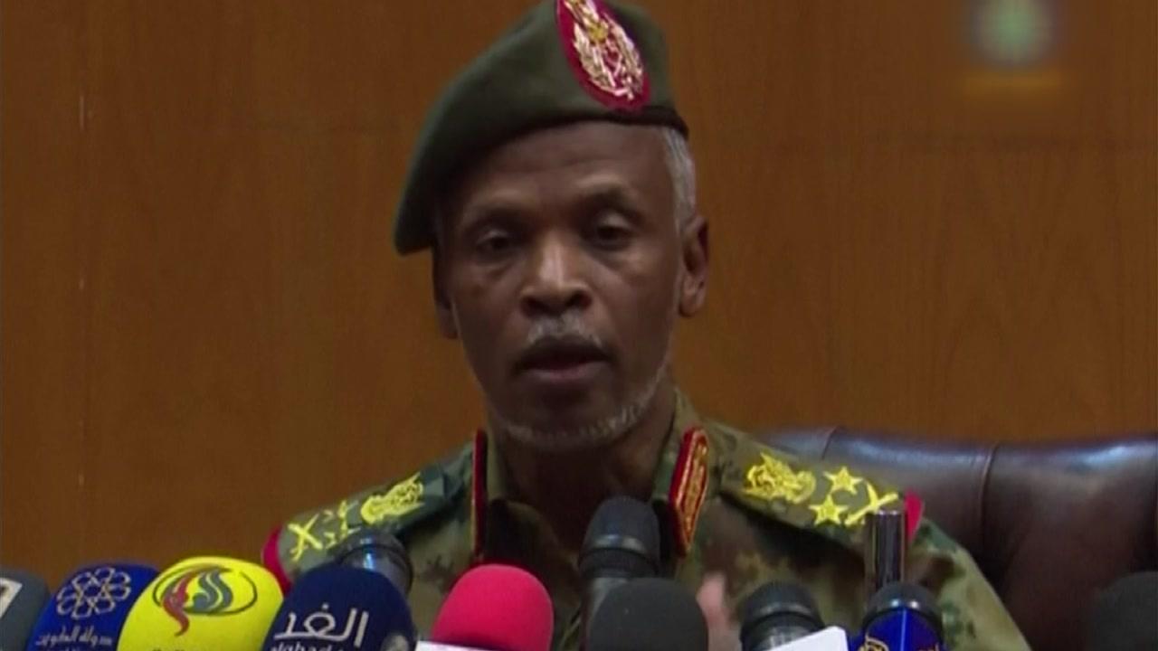 """수단 군부 """"권력욕 없다""""...시위대는 민간정부 구성 요구"""