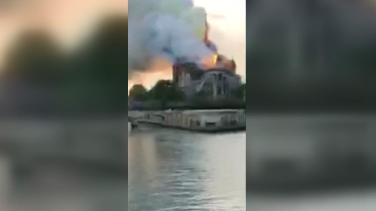 프랑스 파리 노트르담 대성당 화재...진압 중