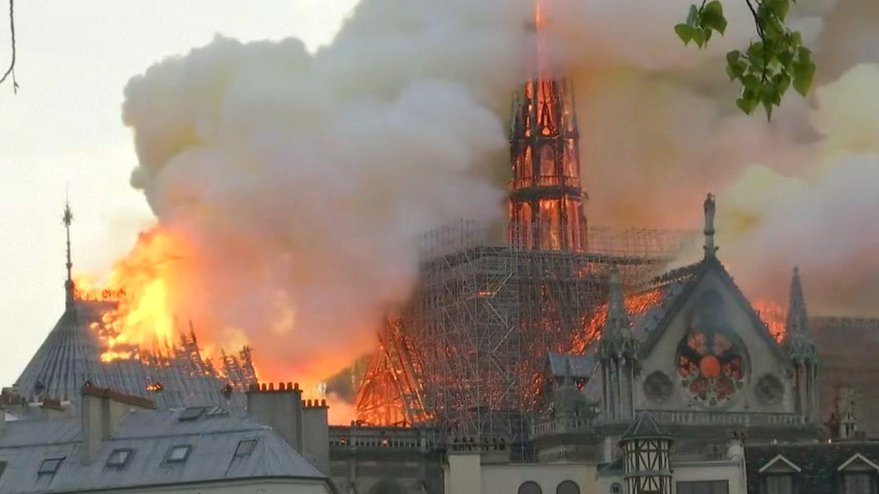 프랑스 파리 노트르담 대성당 화재...첨탑 붕괴