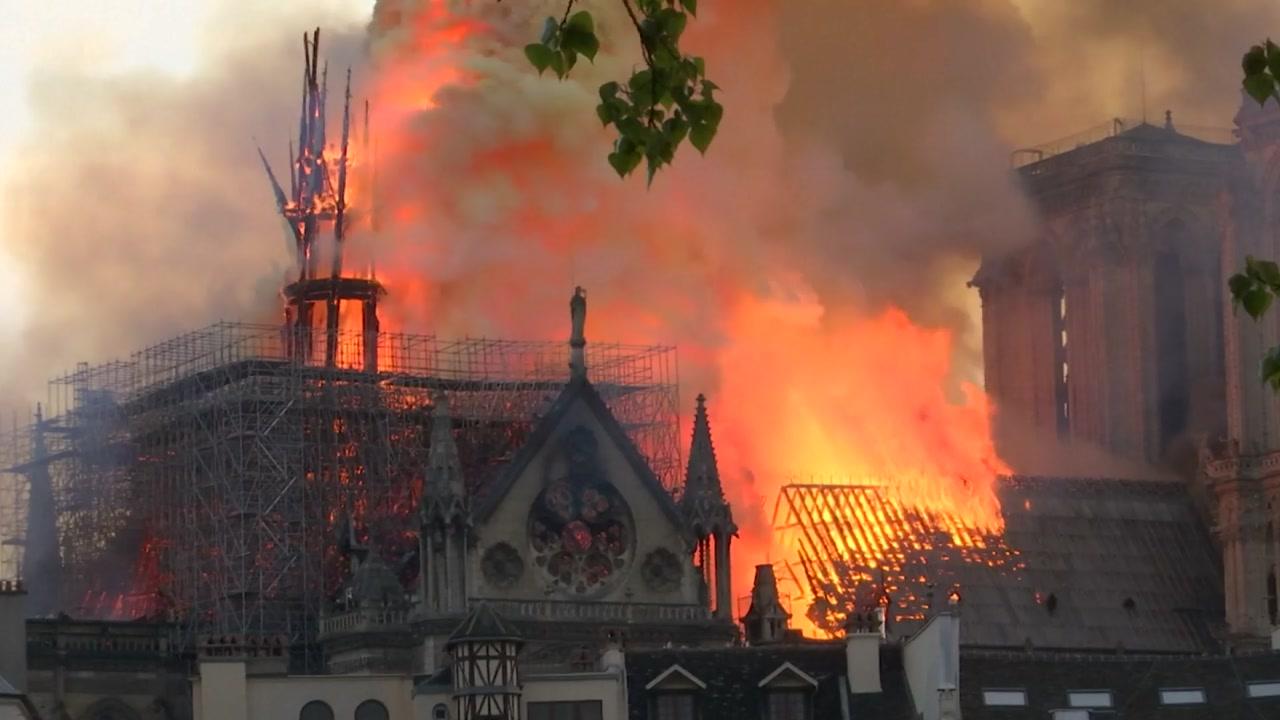 '파리의 심장' 불탔다...'860년 역사' 노트르담 대성당