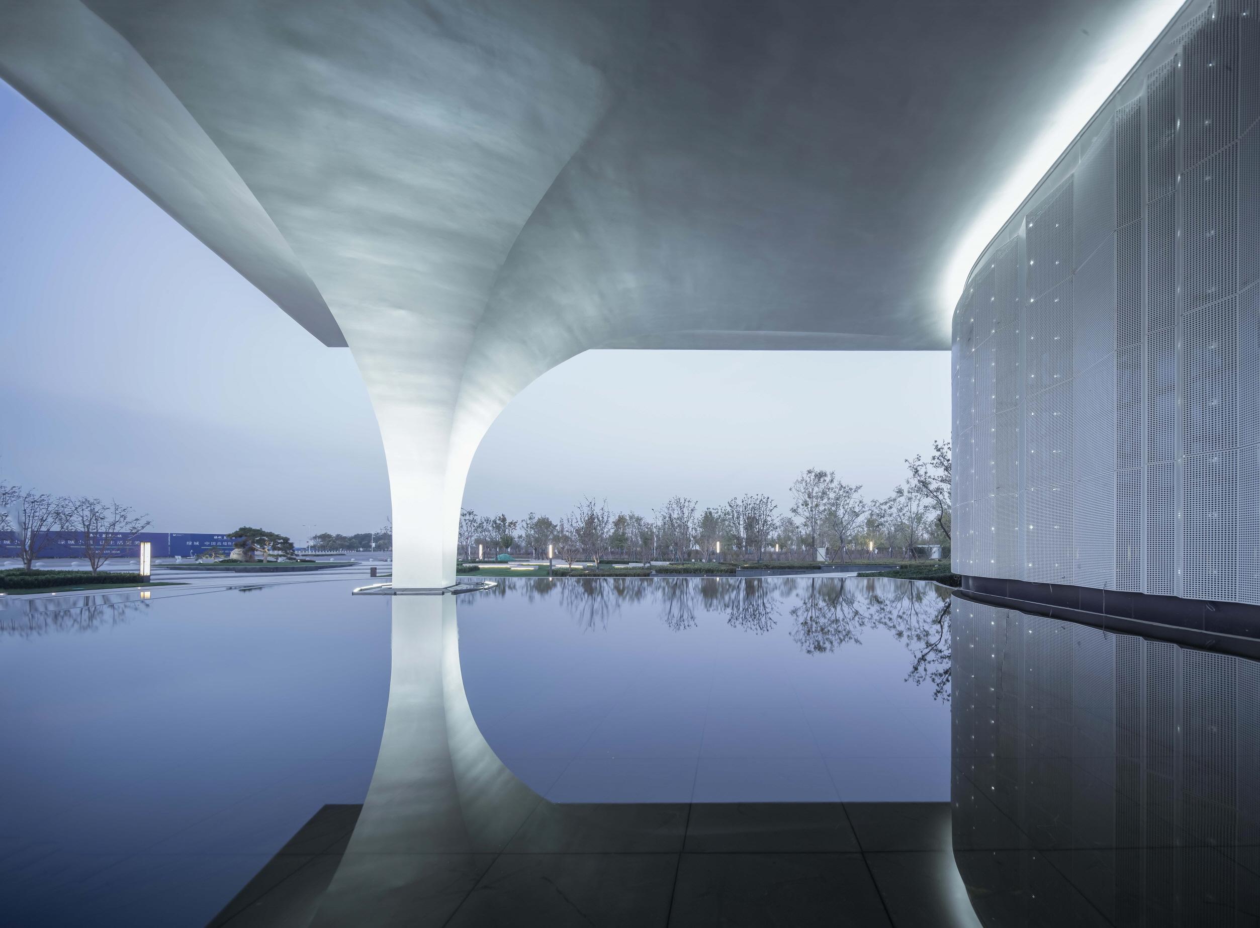 〔안정원의 디자인 칼럼〕유기적인 매스로 볼륨감 있게 구획된 탕산 블루베이타운 라이프체험관1