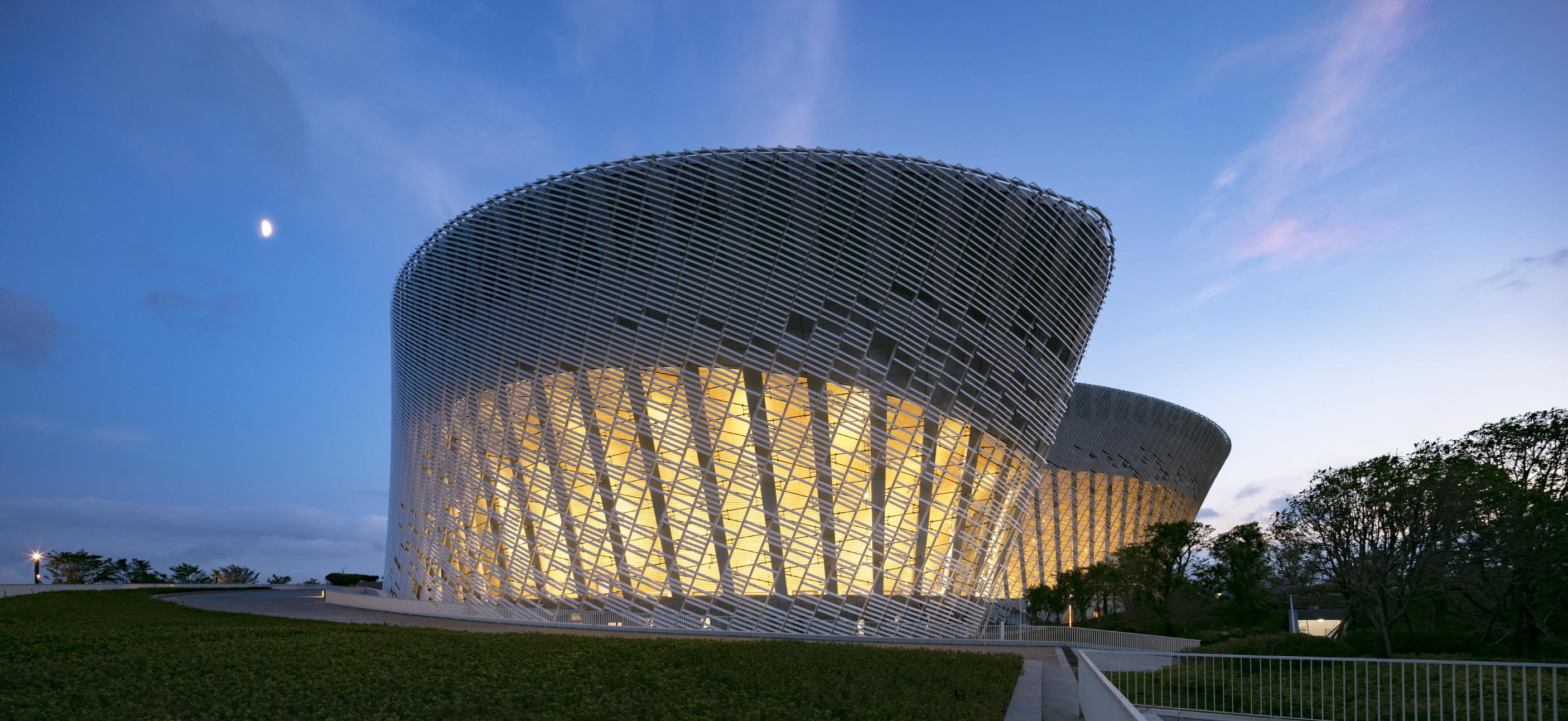 〔안정원의 건축 칼럼〕재스민 꽃잎을 형상화한 푸저우 해협문화예술센터 1