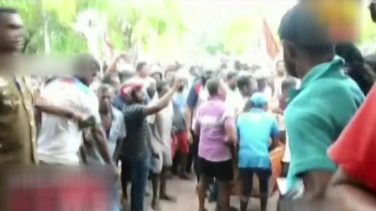 """스리랑카 성당·호텔서 연쇄 폭발...""""156명 사망"""""""