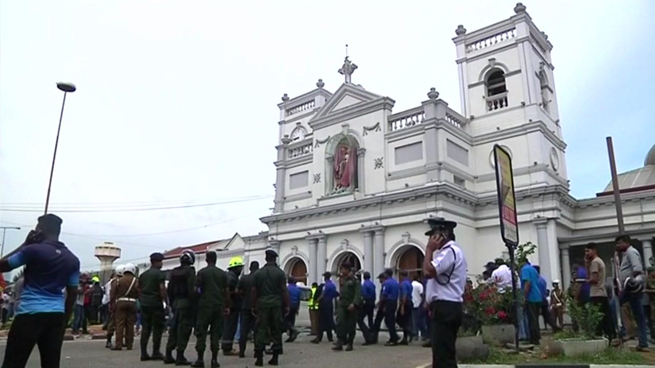 """부활절날 스리랑카 성당·호텔서 연쇄 폭발...""""156명 사망"""""""