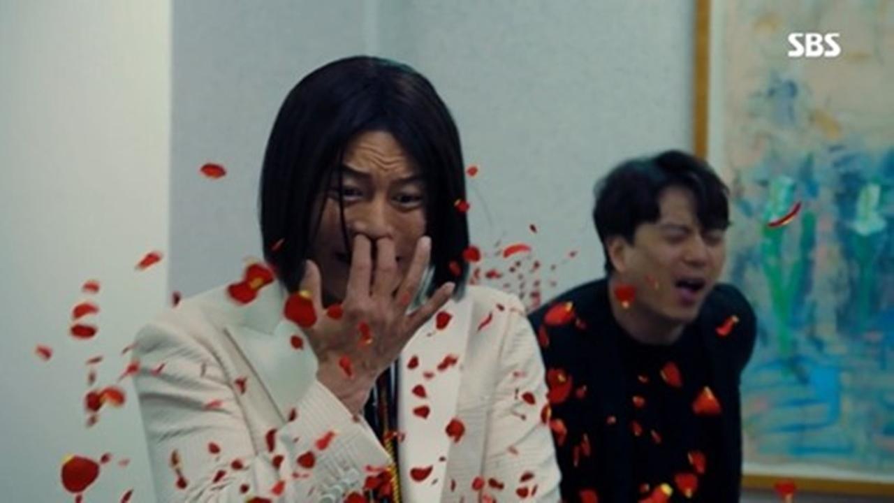 '열혈사제' CG감독에게 들어 본 '꽃잎설사신' 탄생 비하인드