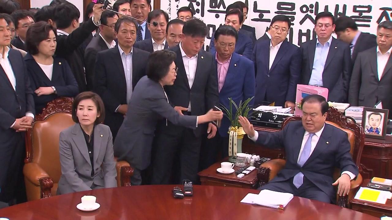 '한국당 항의방문'에 문희상 국회의장 쇼크 증세