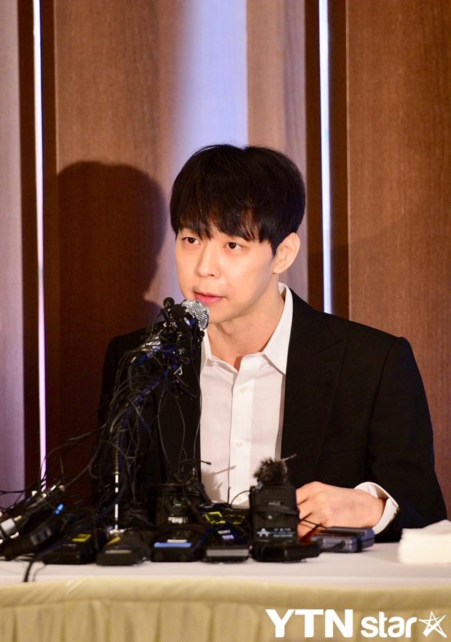 박유천, 눈물의 기자회견 2주 만에 마약 양성반응+소속사 방출(종합)