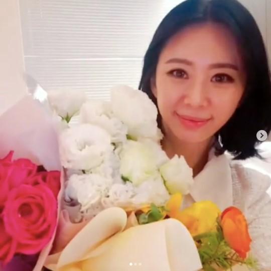 """윤지오, 캐나다서 근황 공개 """"잘 지내고 있다...모두 행복하길"""""""