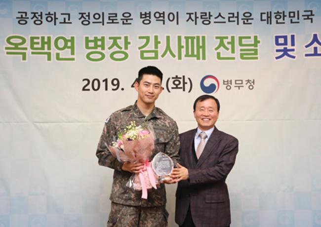 """'모범병사' 옥택연, 오늘(16일) 만기 전역 """"활발히 활동할 것"""""""