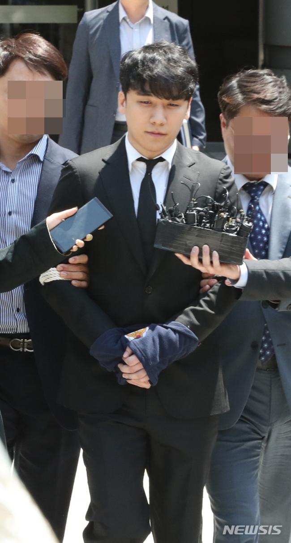 구속영장 기각→체육관 行…승리, 네티즌 공분 부른 '여유'