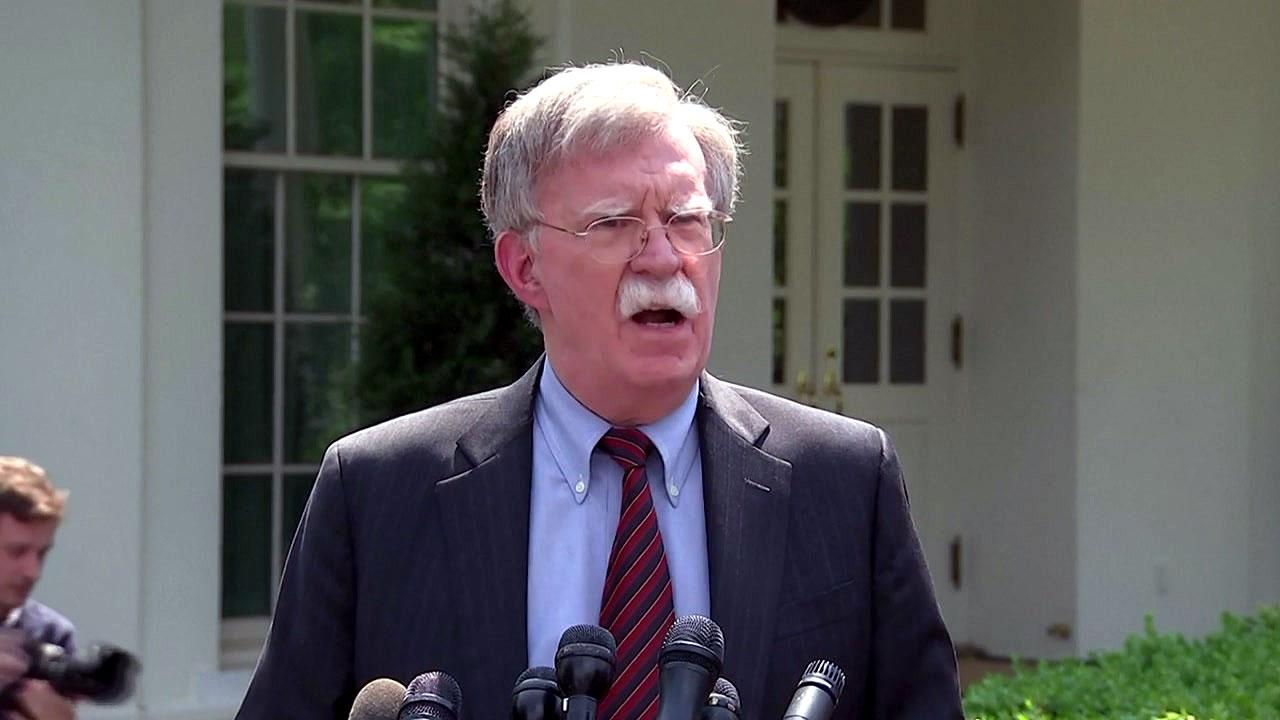 美 존 볼턴 보좌관, '전쟁을 속삭이는 자' 논란
