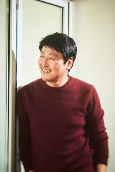 송강호, 로카르노 영화제 '엑설런스 어워드' 수상...亞배우 최초