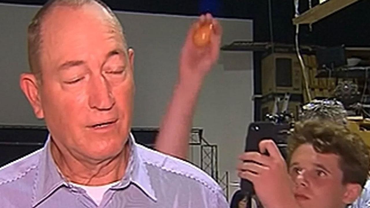 '에그 보이'에게 달걀 맞은 호주 극우 의원, 재선 불투명해져