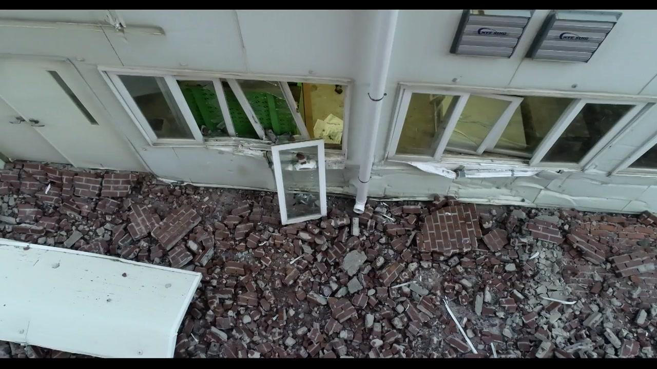 부산대 외벽 벽돌 떨어져...환경미화원 참변