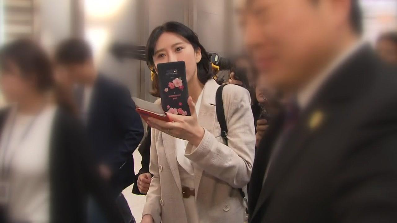 """""""후원금 돌려달라""""...후원자 4백여 명, 윤지오에 집단 소송"""