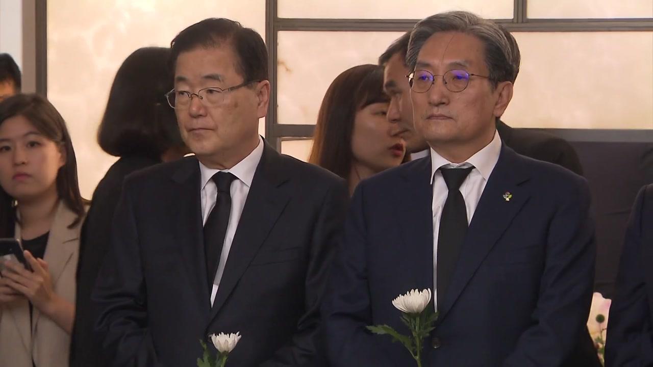 """靑 조문단 """"민주주의·평화 헌신한 큰 어른""""...김정숙 여사 콘서트 일정 취소"""