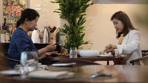 """'아내의맛' 송가인 """"정산 받았다""""... 母에 미슐랭 레스토랑, 용돈"""