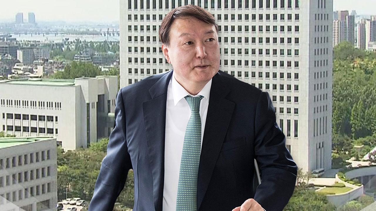 """""""검찰 개혁 적임자"""" vs """"친문 코드인사"""""""