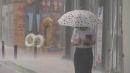 [날씨] 곳곳 요란한 소나기...작은 우산 준비하세요