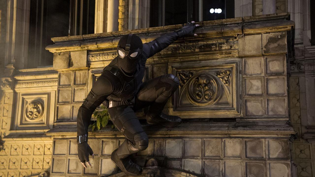 뉴욕 떠난 '스파이더맨', 액션·스케일·로맨스의 신세계