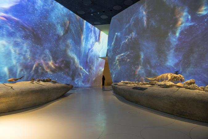 〔안정원의 건축 칼럼〕사막의 장미를 모티브로 316개의 원형 디스판을 조합한 박물관 3