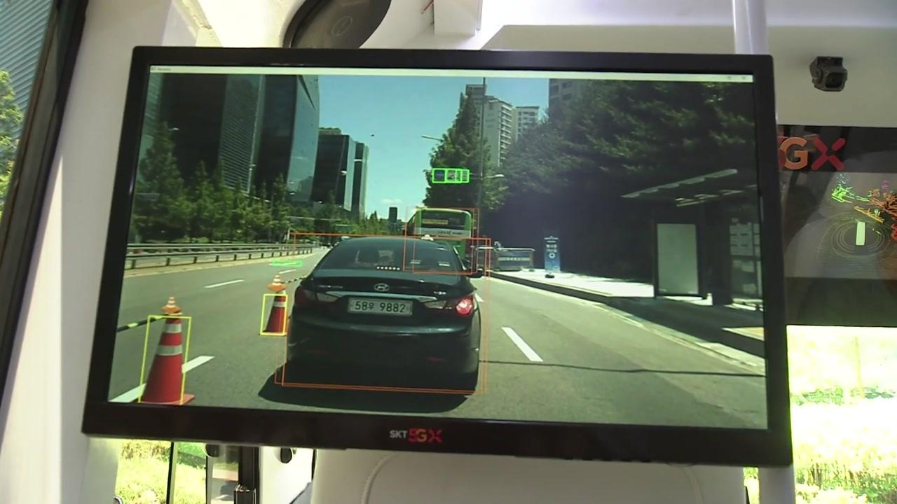 """""""미래에서 온 차""""...세계 최초 5G 자율주행차 시승 열기"""