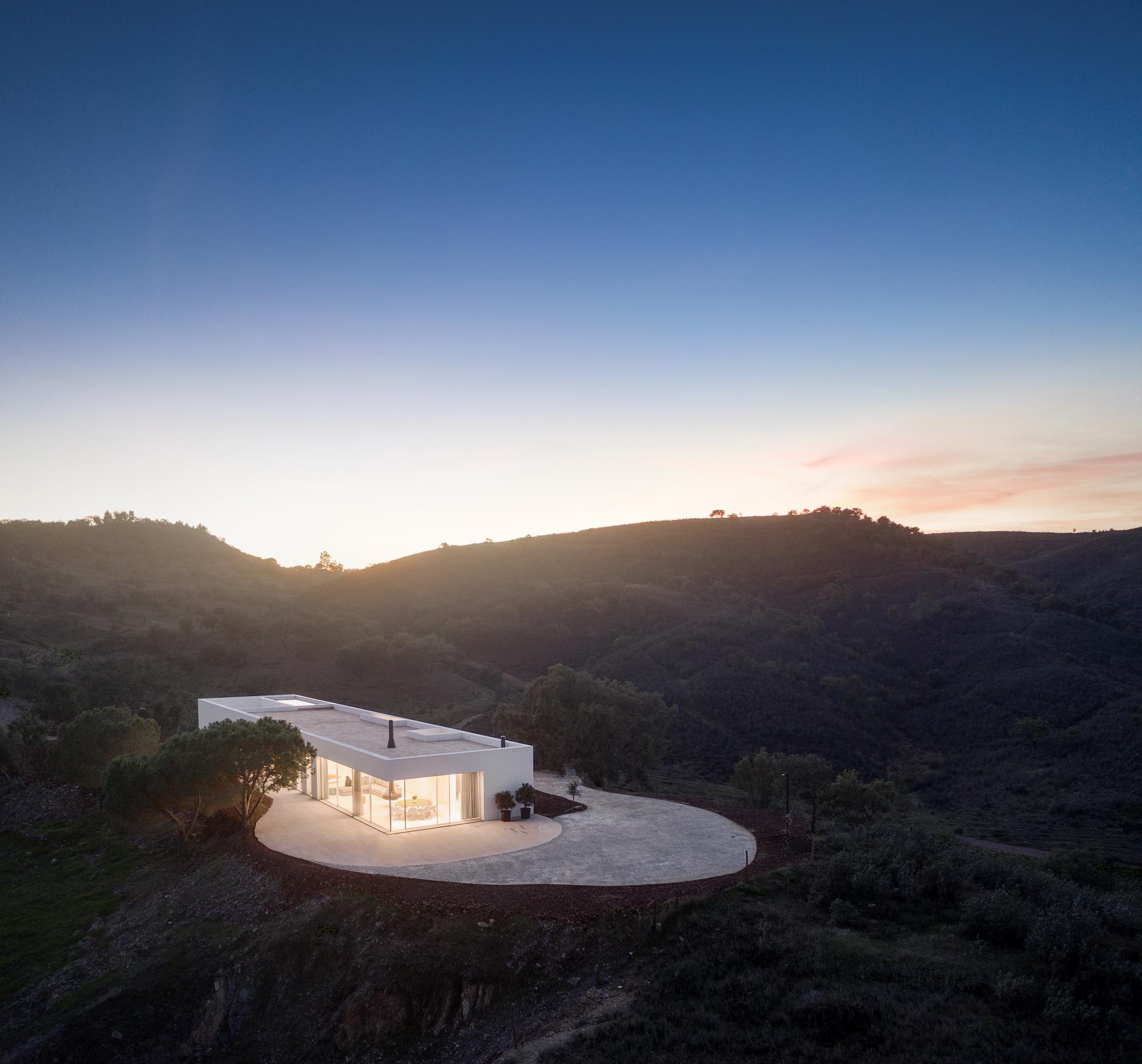 〔안정원의 건축 칼럼〕기존 건물의 기초 위에 실험적이면서도 독창적인 볼륨감을 부여한 주택4