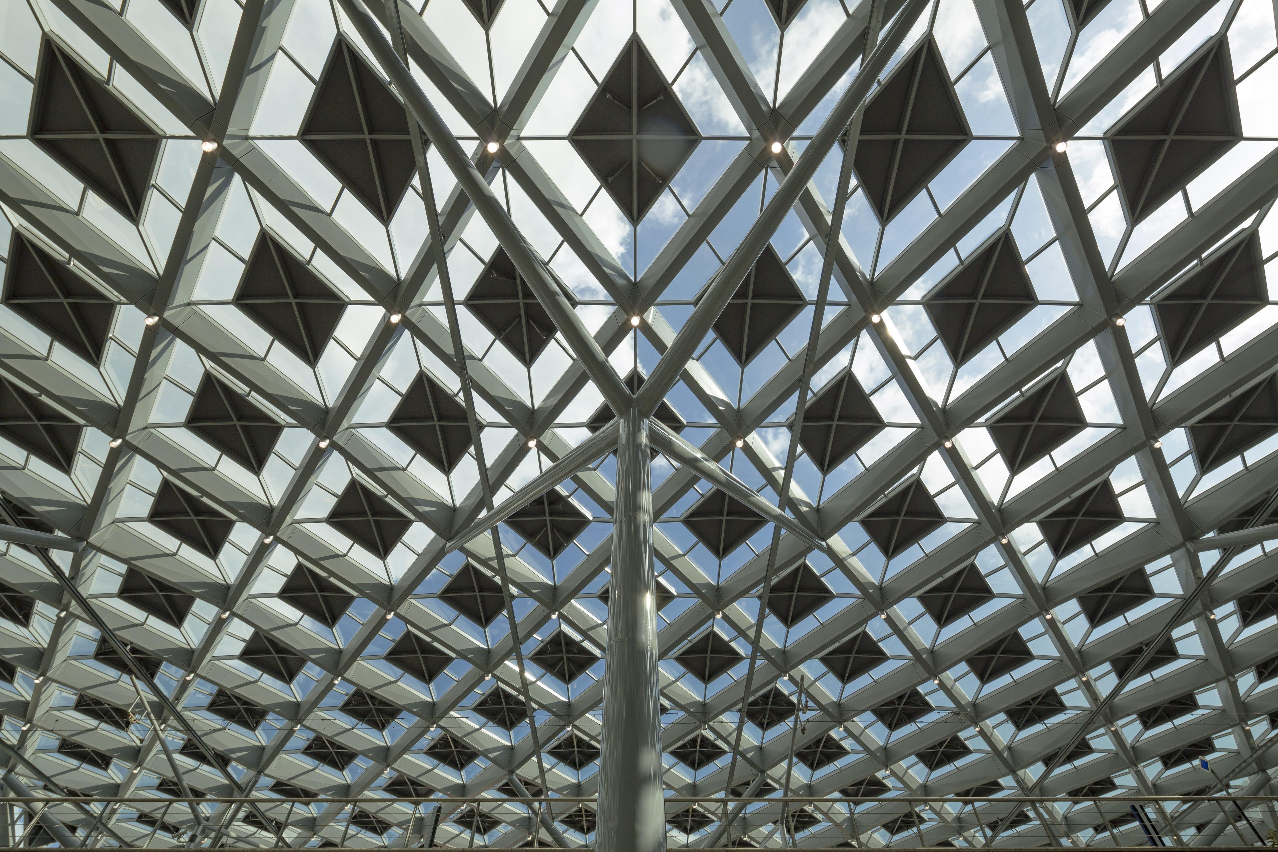 〔안정원의 건축 칼럼〕마름모꼴의 기능성 지붕을 머금고 있는 도시 광장 2