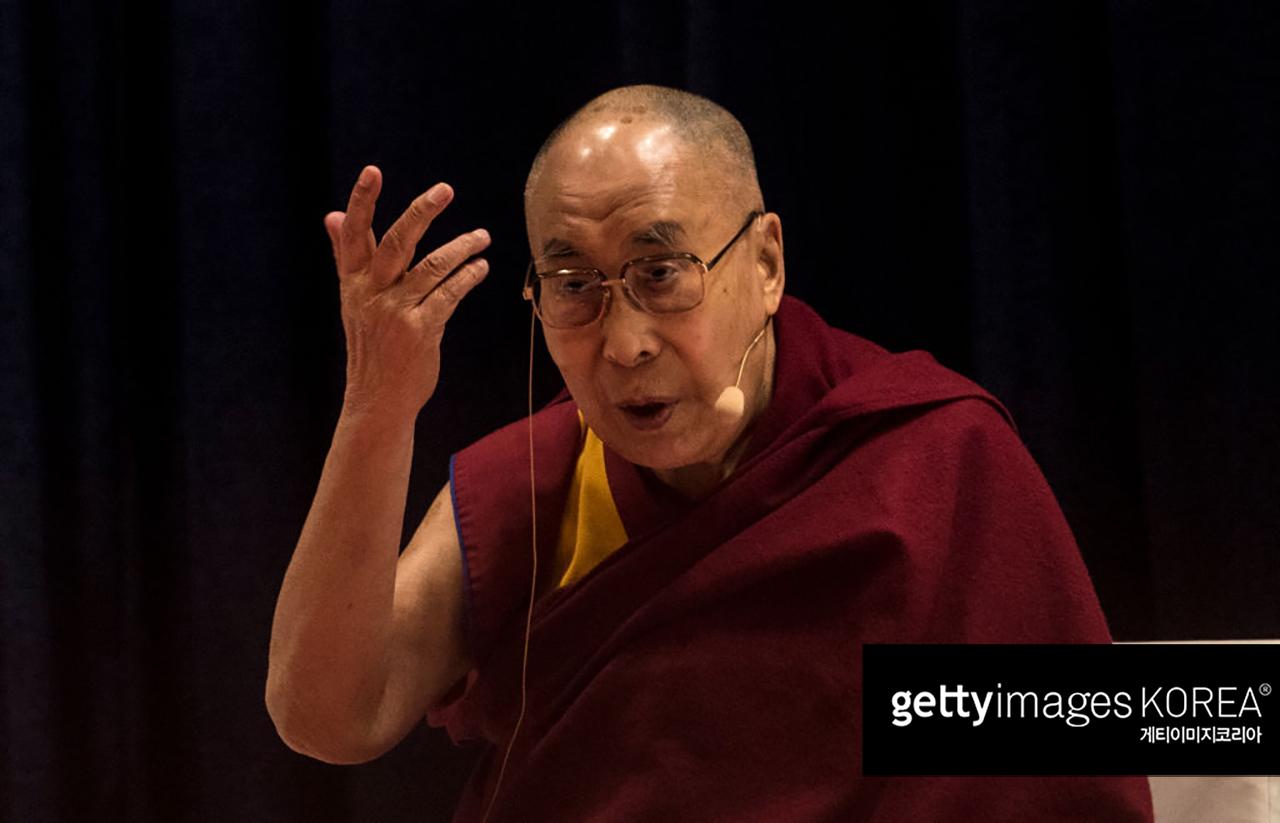 """달라이 라마 """"여성 후계자, 못생기면 사람들이 싫어해"""""""
