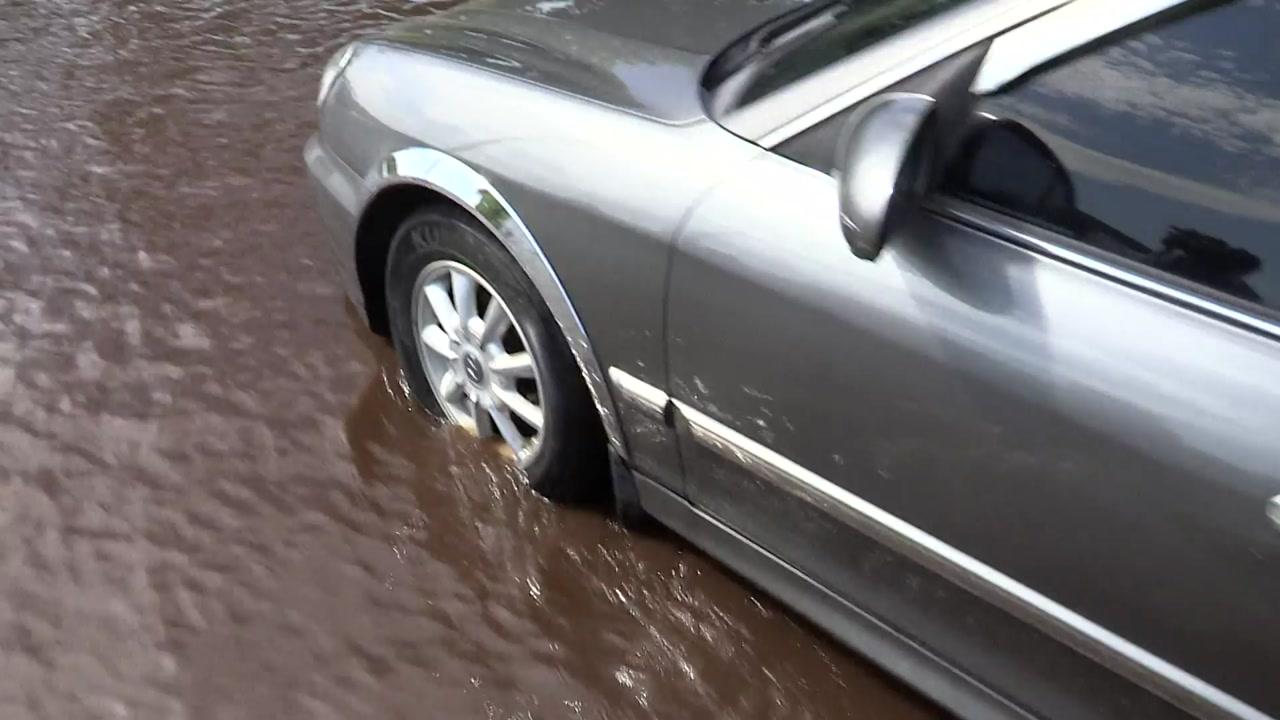타이어 절반 물 잠기면 차량 꼭 멈추세요