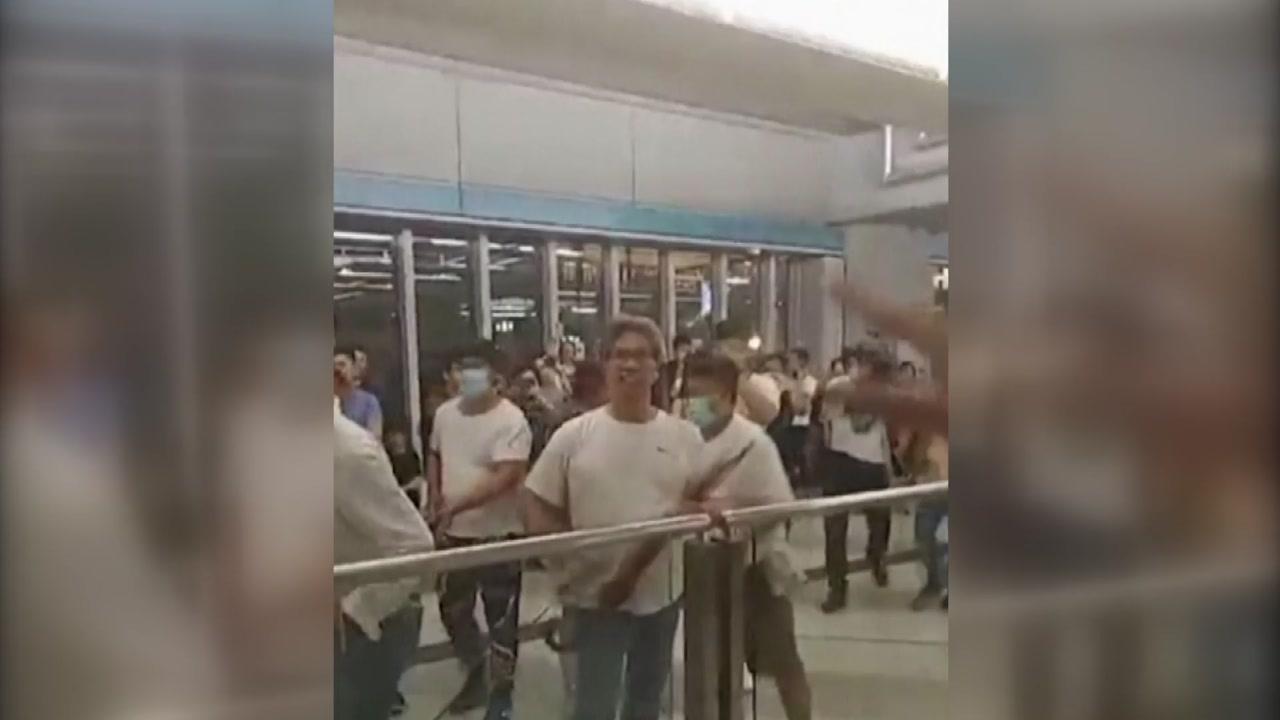 홍콩서 시위대 무차별 폭행사건 발생...'친중파 배후설' 나와