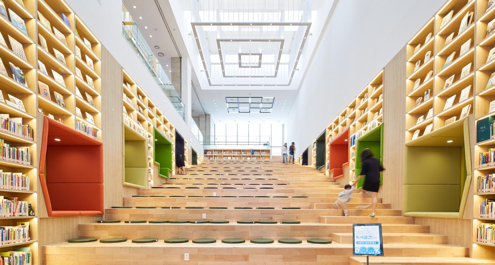 〔안정원의 건축 칼럼〕 책장의 레이어로 녹여낸 지역문화매개공간 송파 책박물관 2