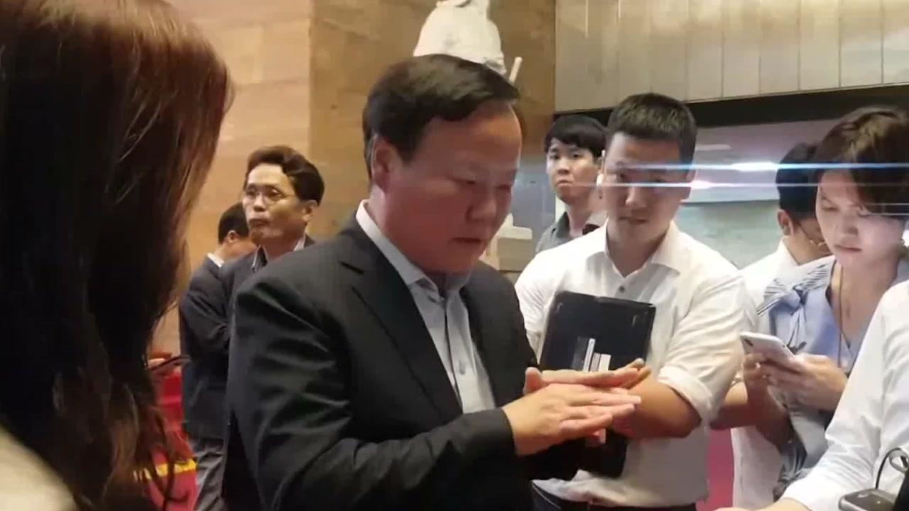 """한국당 김재원, 취중 심사 논란...""""예결위원장 사퇴하라"""""""