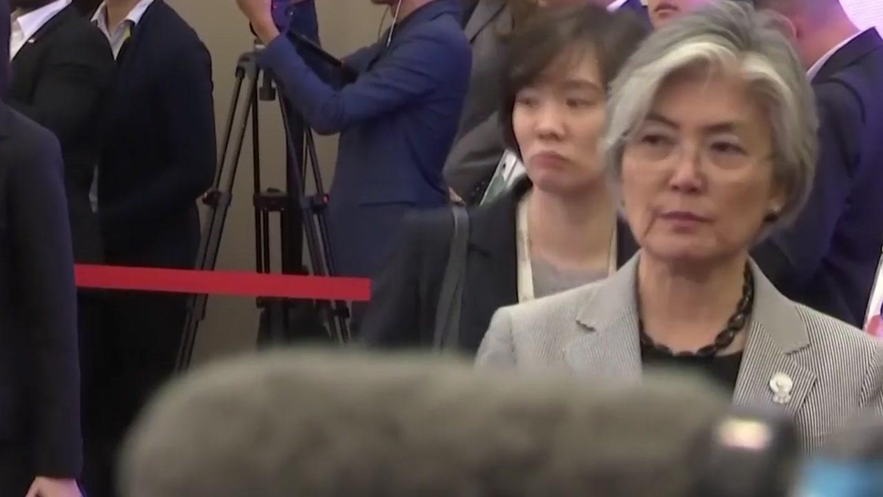 """강경화 """"北 미사일 발사, 부정적 영향 줄 수 있어"""""""