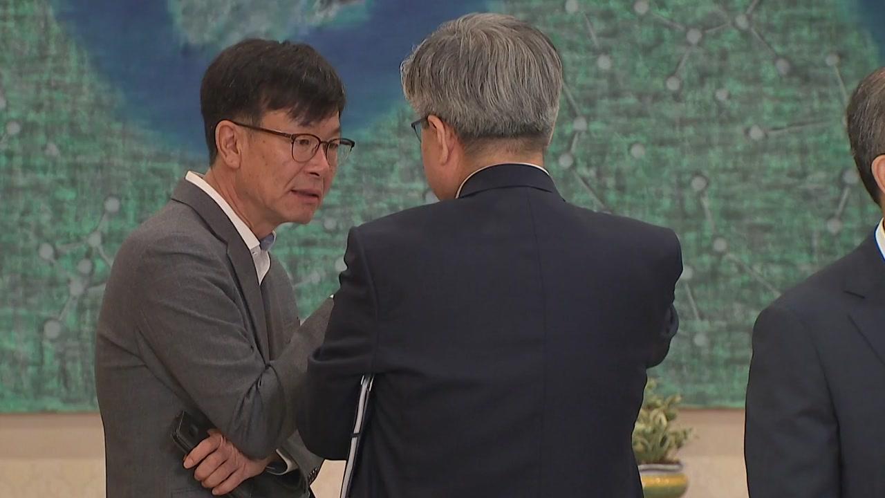 """김상조 """"5대 그룹 만날 것""""...정부, 시장 불안 완화에 주력"""