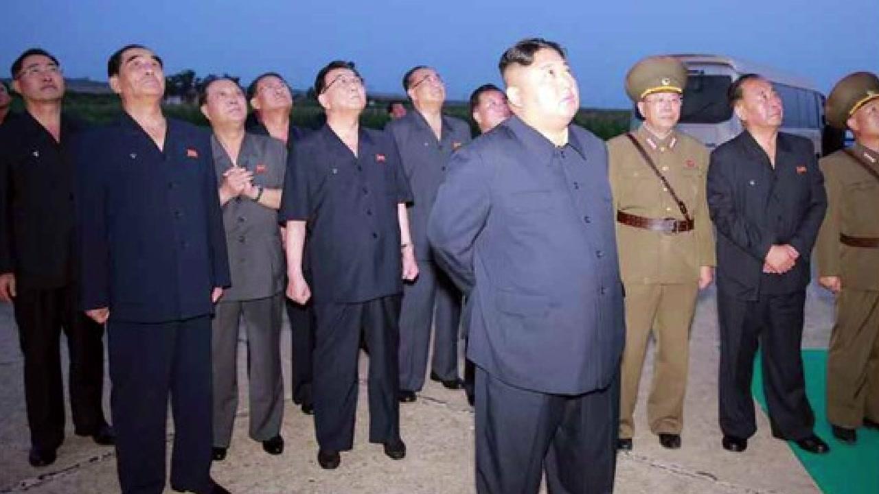"""북 """"전술 유도탄 발사...위력 시위"""""""