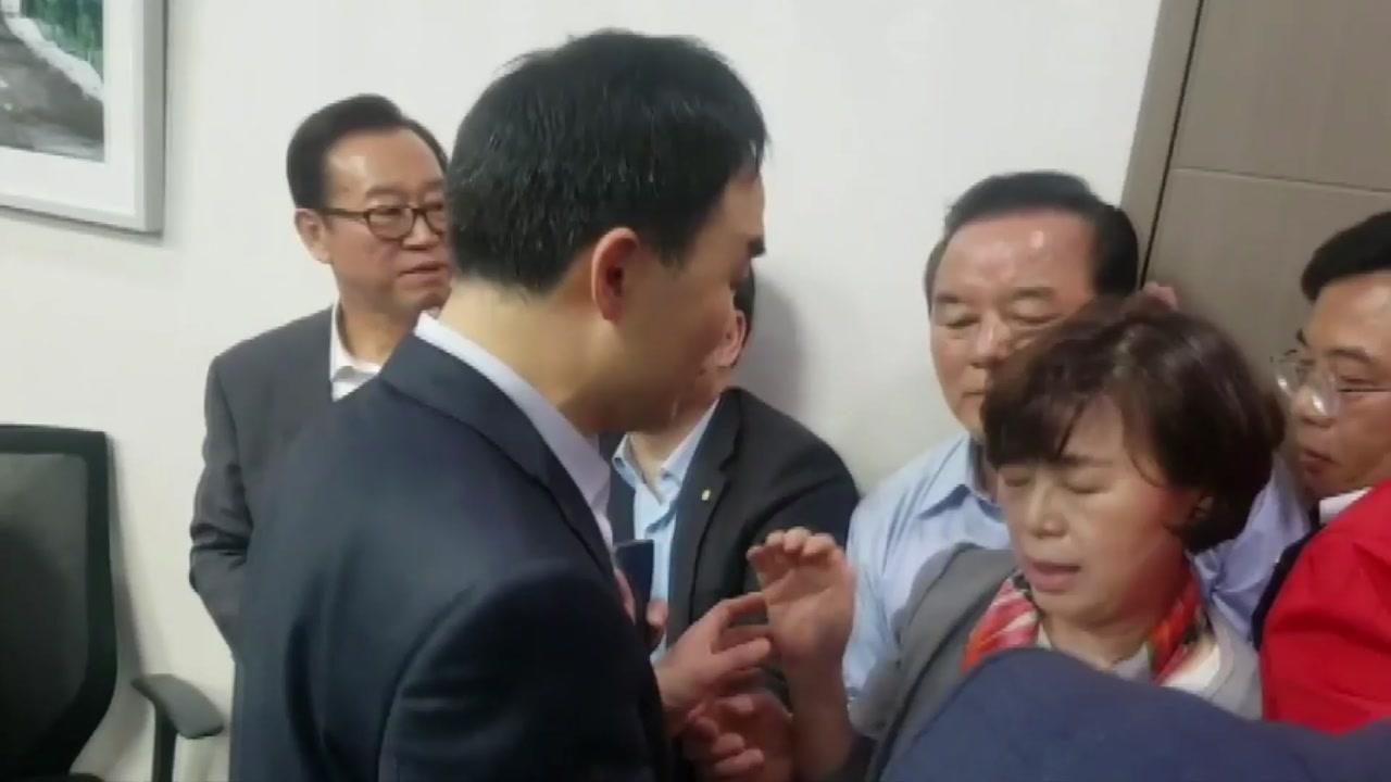 경찰, '패스트트랙 충돌' 국회의원 12명 소환통보