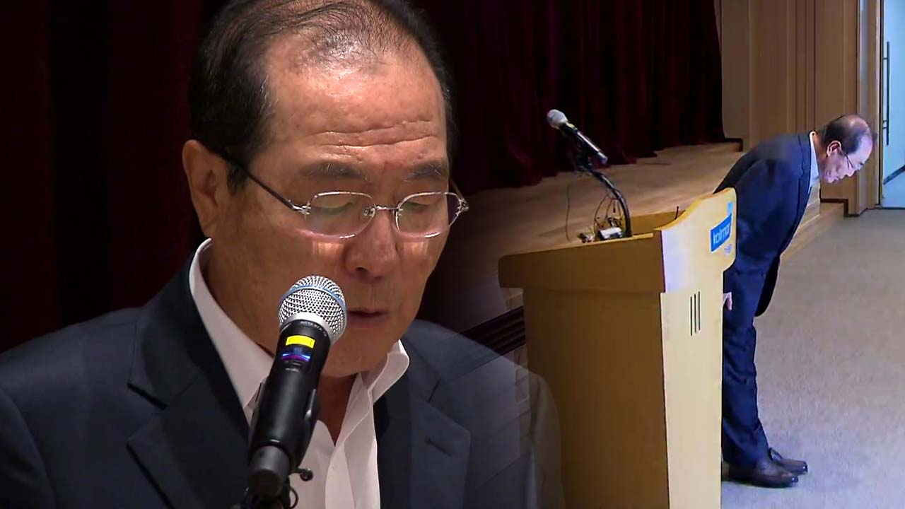 """한국콜마 회장 """"머리 숙여 사죄...경영에서 손 떼겠다"""""""