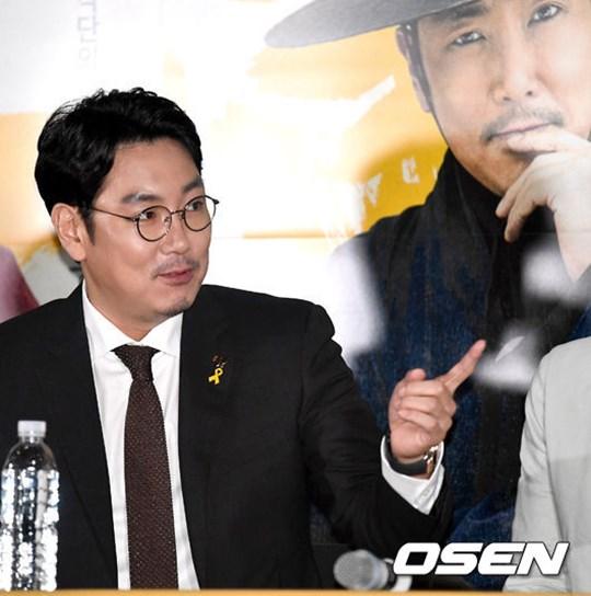 """'광대들' 조진웅 """"전작 흥행 부담? 많이들 오세요~"""" 너스레"""