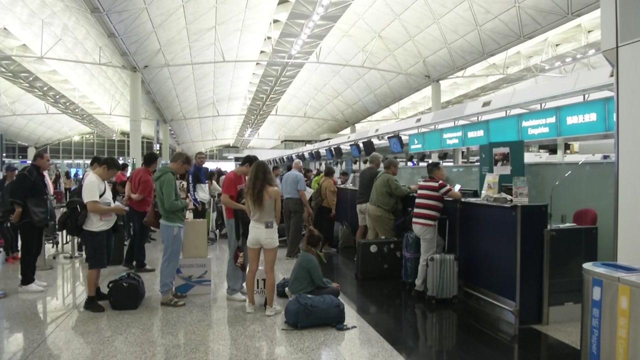 홍콩 공항 또 출발 항공편 전면 취소...中 개입 우려