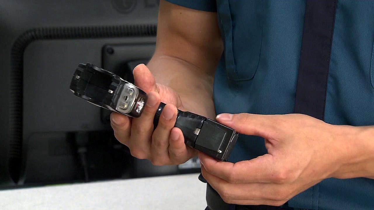 경찰, 수배자로 오인해 시민에게 테이저건 발사