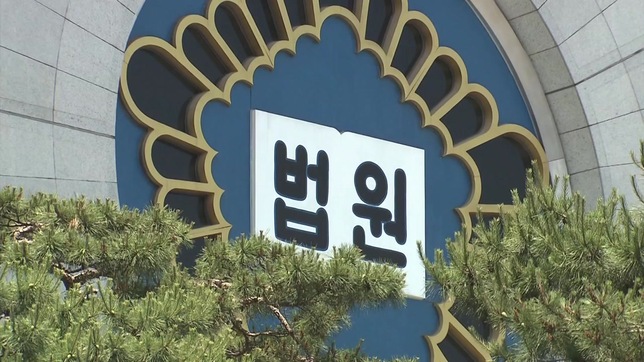 '버닝썬-경찰 유착' 전직 경찰관, 1심서 징역 1년