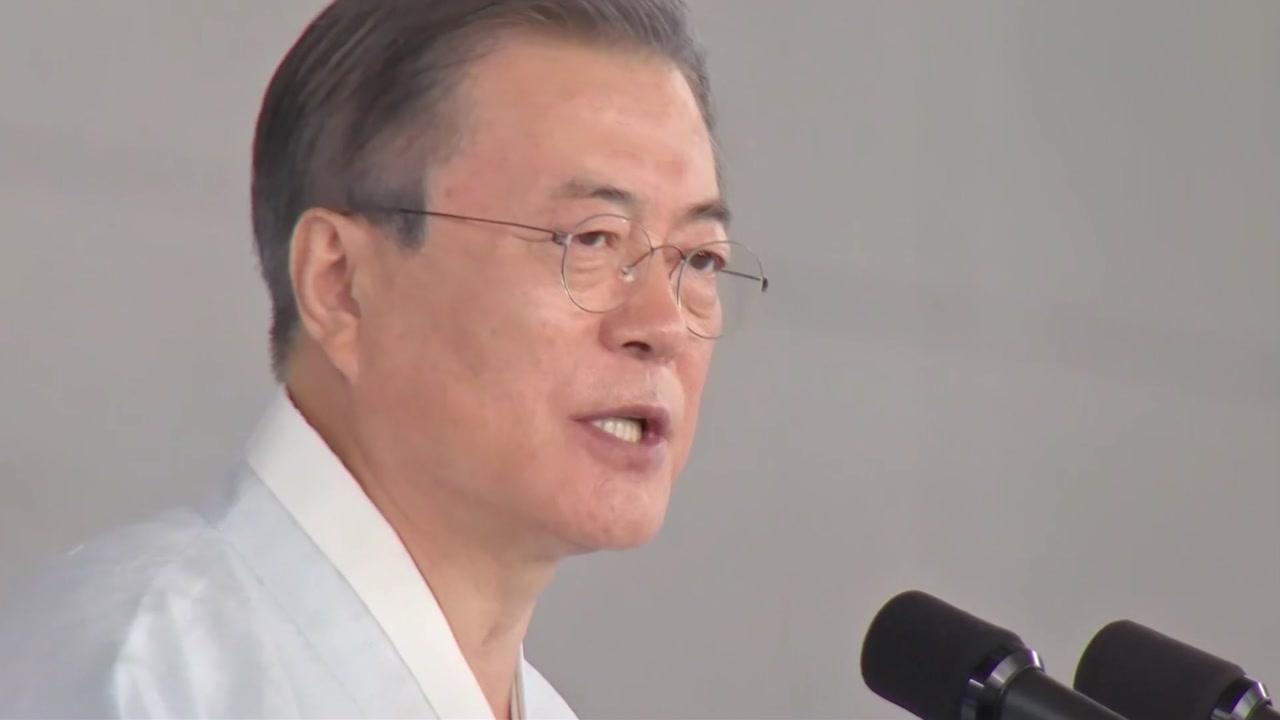 """외신 """"文 대통령, 광복절 축사서 日에 유화적"""""""