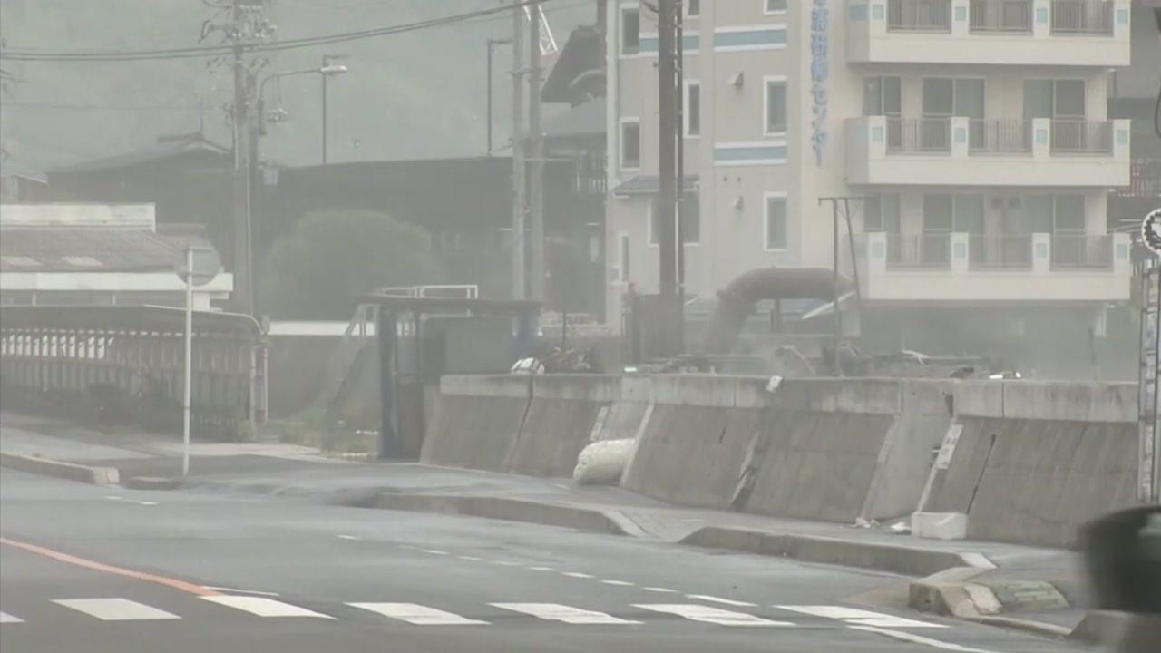 한반도 비껴 일본 상륙한 태풍 '크로사' 위력 보니...